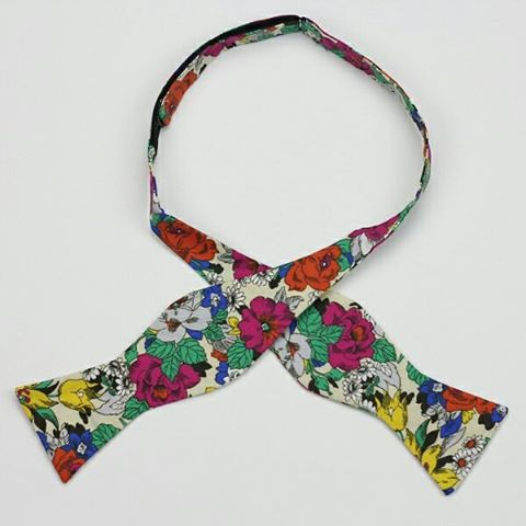 Floral print men's self-tie tie bow ties by Chicago-based Kruwear are a must-have for spring & summer.